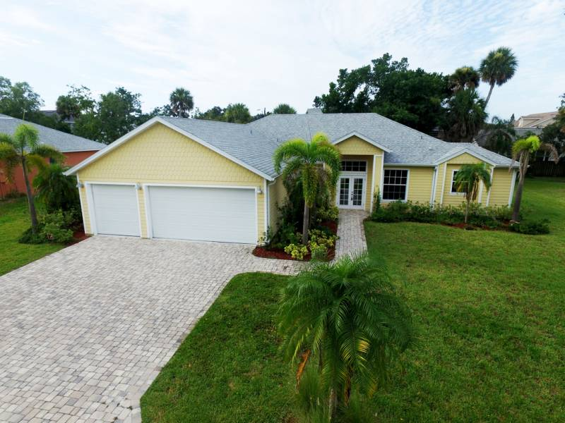 131 Oak Lane Cape Canaveral