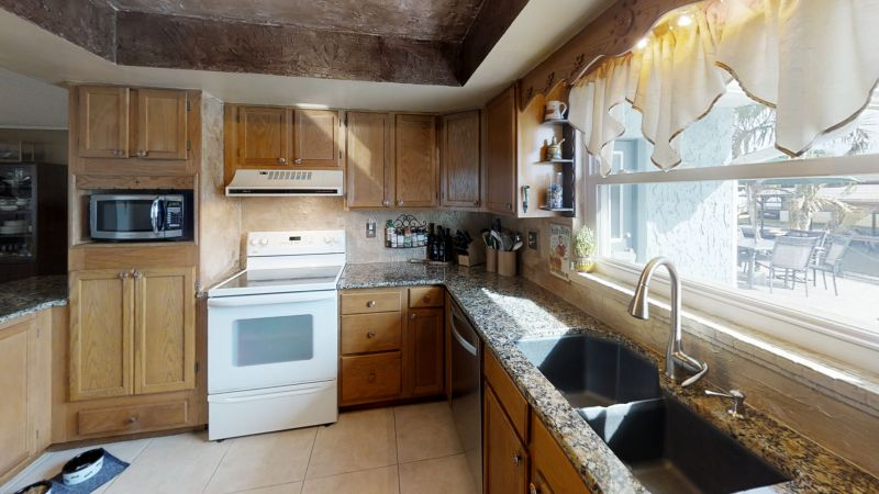 Waterfront-Merritt-Island-Home-With-A-View-Kitchen(2)
