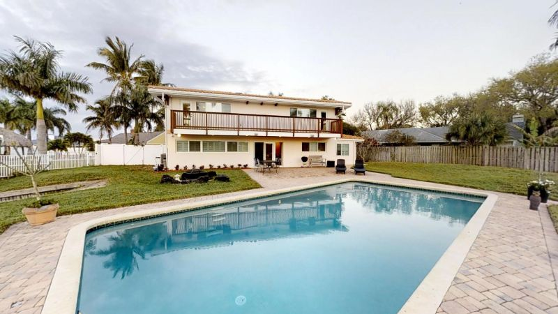 Luxury-Waterfront-Paradise-in-Cocoa-Beach-02242019_065553