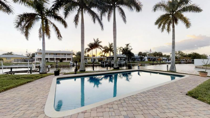 Luxury-Waterfront-Paradise-in-Cocoa-Beach-02242019_074903