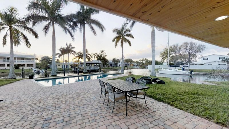 Luxury-Waterfront-Paradise-in-Cocoa-Beach-02242019_074939