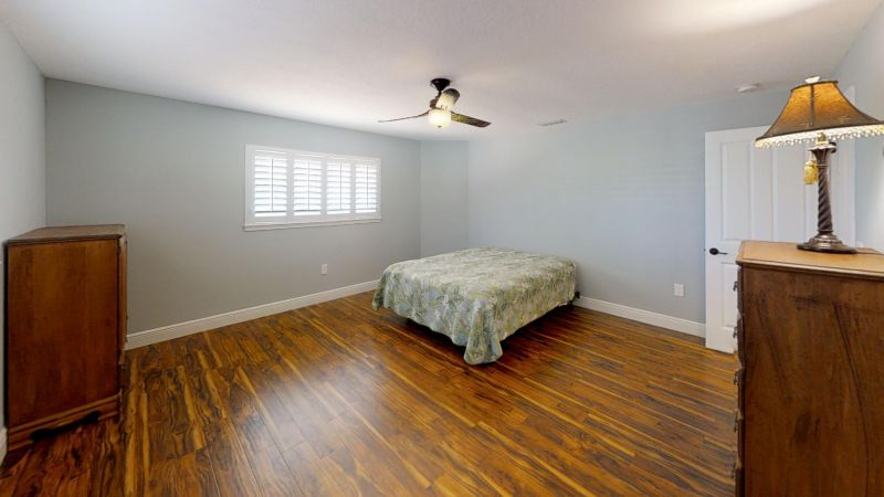 Luxury-Waterfront-Paradise-in-Cocoa-Beach-Bedroom(4)