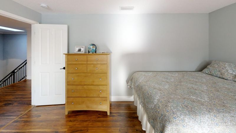 Luxury-Waterfront-Paradise-in-Cocoa-Beach-Bedroom(7)