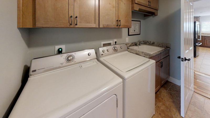 Luxury-Waterfront-Paradise-in-Cocoa-Beach-Laundry