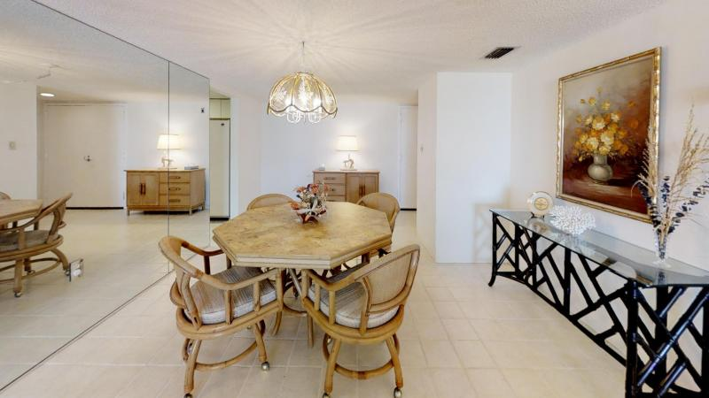 Ocean-View-Condo-in-Heart-of-Cocoa-Beach-Dining-Room