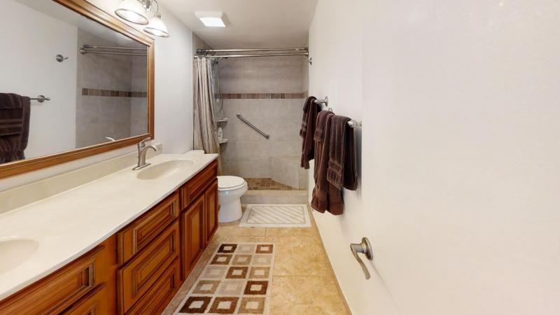 3060-N-Atlantic-Ave-6th-Floor-Corner-Unit-Bathroom