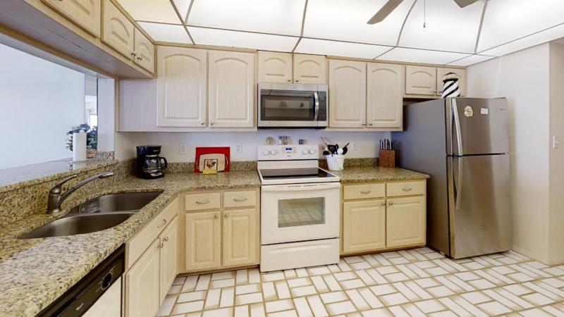 3060-N-Atlantic-Ave-6th-Floor-Corner-Unit-Kitchen1