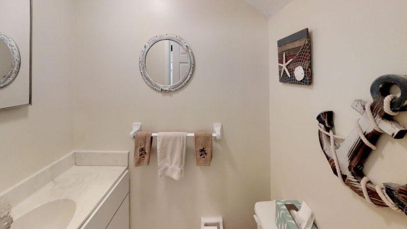 Cozy-2-Bedroom-Townhouse-Near-Port-Bathroom(2)