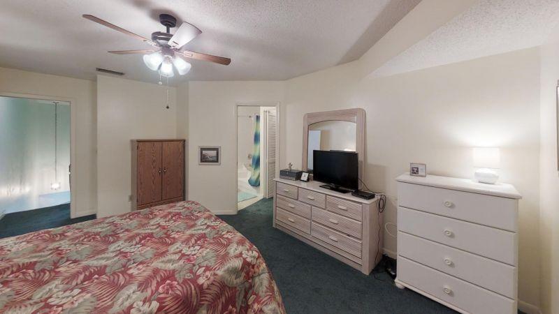 Cozy-2-Bedroom-Townhouse-Near-Port-Bedroom(2)